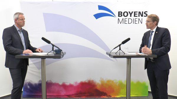 Ministerpräsident Daniel Günther im Interview mit Stefan Carl. Foto: Behrendt